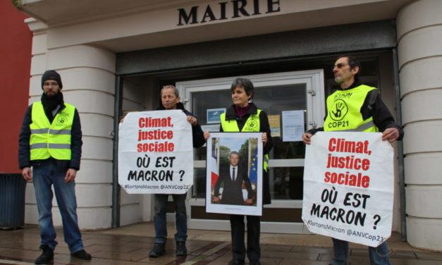 Portrait de Macron : deux décrocheurs mulhousiens devant le juge