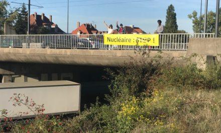 Des banderoles suspendues sur le pont de Mulhouse Bourztwiller contre la peste et le choléra !