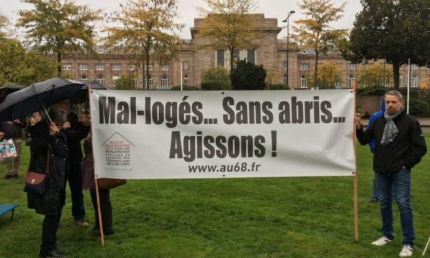 Un collectif d'associations installe des lits de camp devant la sous-préfecture de Mulhouse