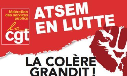 Des assistantes d'écoles maternelles en grève reconductible devant la mairie de Mulhouse