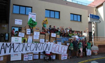 Un mur d'opposants à Amazon, devant les locaux de l'intercommunalité du Pays de Barr