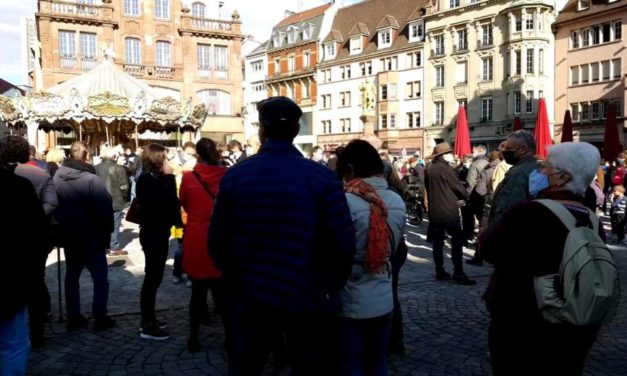 A Mulhouse, un rassemblement de soutien à la mémoire de l'enseignant assassiné dans les Yvelines