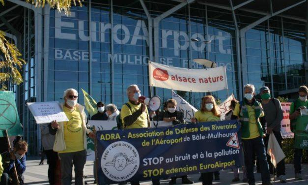 Marche protestataire des riverains devant l'aéroport de Bâle-Mulhouse
