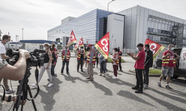 Les salariés de la société de nettoyage GSF en grève devant Novartis à Huningue