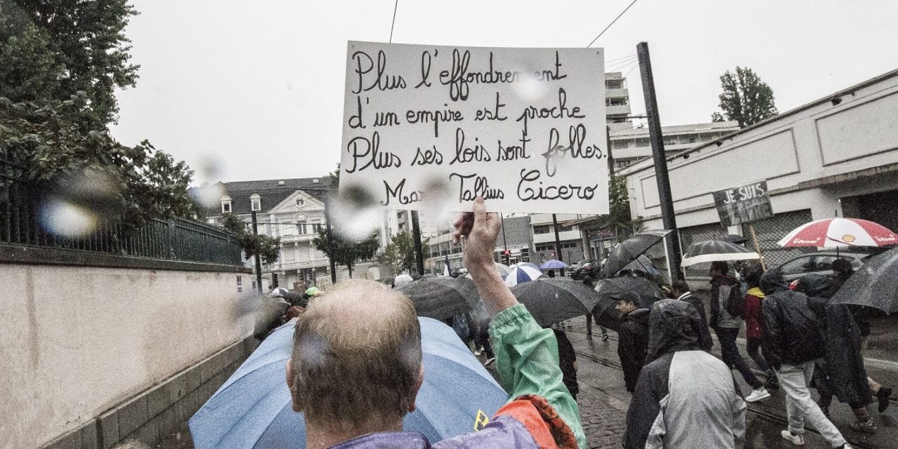 Encore plusieurs milliers de manifestants malgré la pluie lors du quatrième acte contre le pass sanitaire à Mulhouse. Et maintenant ?