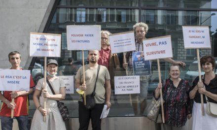 Droits sociaux : un nouveau rassemblement devant la caisse d'allocation familiale de Mulhouse