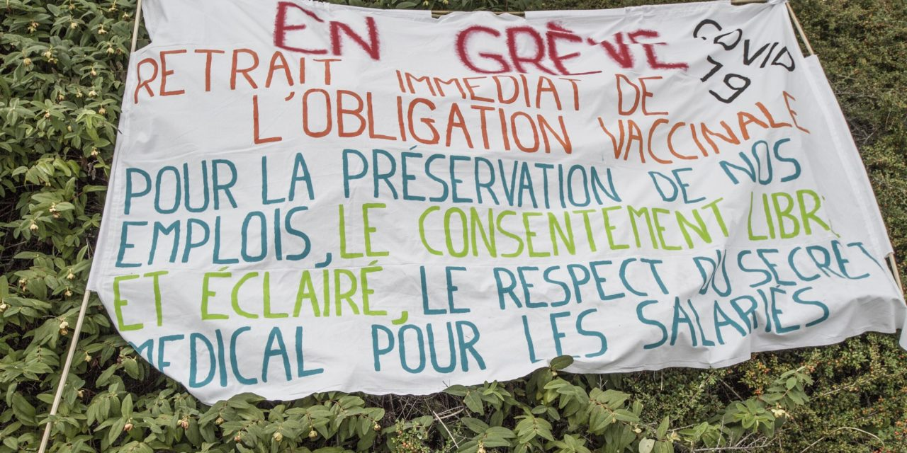 """Rassemblement devant l'agence régionale de santé. A  Strasbourg, Mulhouse, Colmar, Guebwiller : """"on est dans une forme de harcèlement institutionnel"""""""