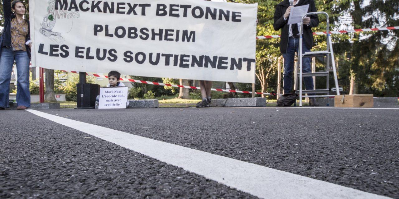 Manifestation à Plobsheim, près de Strasbourg, contre le projet d'implantation de «MackNext»